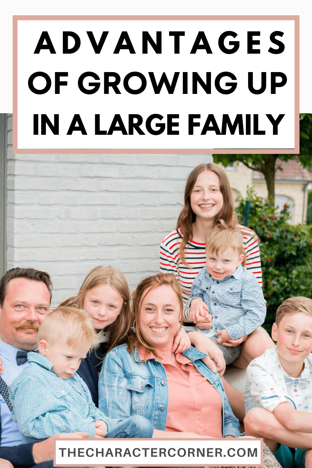 happy family text on image reads Here are Some of the Advantages Of Growing Up In A Large Family